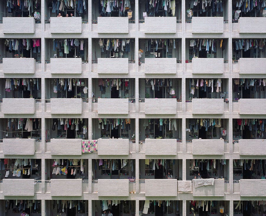 Reyes de Oriente, Papa Noel, Olentzero, o Apalpador... fábricas de juguetes en China.  Their-living-conditions-are-prison-like-with-up-to-six-people-sharing-small-cramped-dormitories-and-up-to-50-people-sharing-one-bathroom