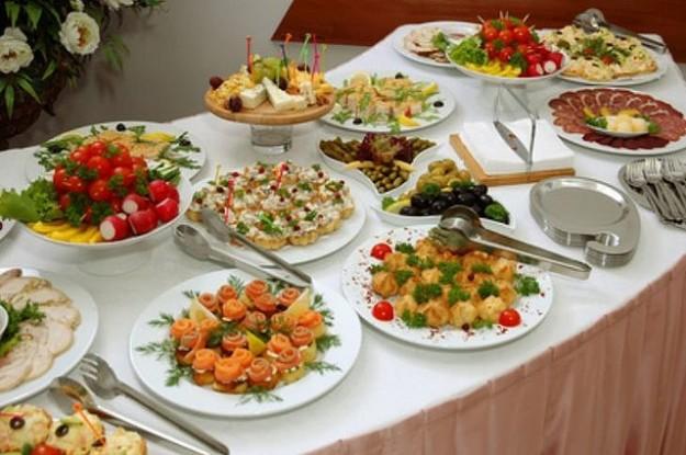 UN DESCANSO EN EL CAMINO Una-cena-a-buffet