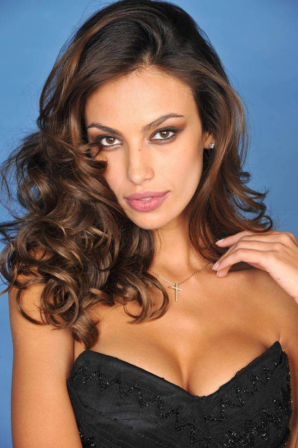 Mujeres preciosas (De esas de amor platónico) Madalina-ghenea-324369l
