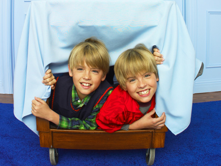 Zac si Cody Suite Life The-suite-life-of-zack-and-cody-819620l