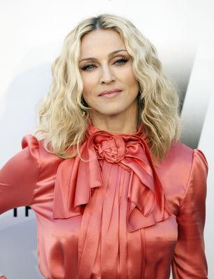 Pune o poza Madonna-938006l-poza