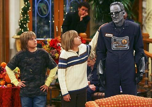 Zac si Cody Suite Life - Page 5 The-suite-life-of-zack-and-cody-311704l-imagine