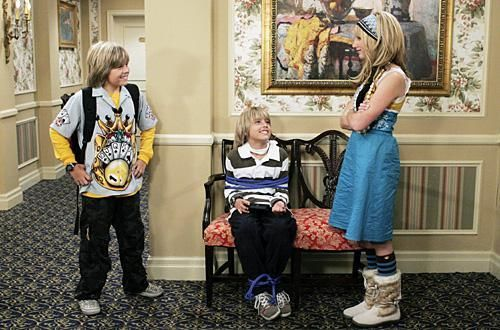 Zac si Cody Suite Life - Page 5 The-suite-life-of-zack-and-cody-688583l-imagine