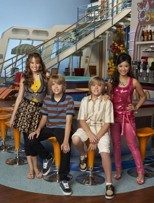 Zac si Cody Suite Life - Page 6 The-suite-life-of-zack-and-cody-925326l-imagine