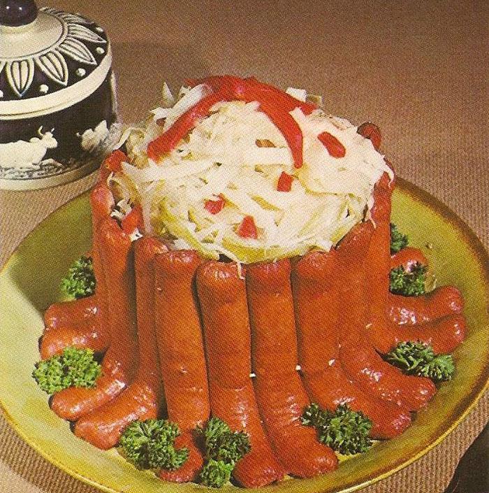 ¡ATAQUE ARTERIAL! EL TOPIC DE LOS PLATOS DELIRANTES Y GRASIENTOS QUE MATAN SOLO DE MIRARLOS 5dd79f045d9b5-strange-vintage-food-cooking-recipes-90-5dd3f0e8d432b__700
