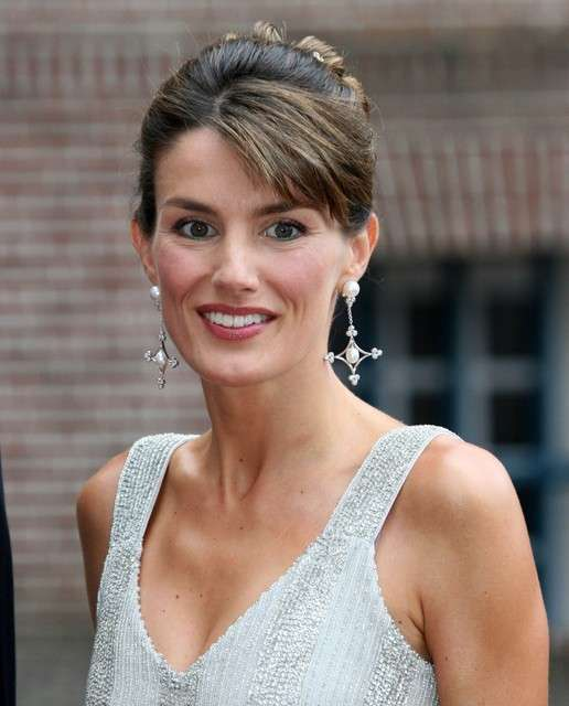 ¿Cuánto mide la Reina Letizia Ortiz? - Altura - Real height Letizia-ortiz-obsesionada-por-su-imagen-con-flequillo-sonriente