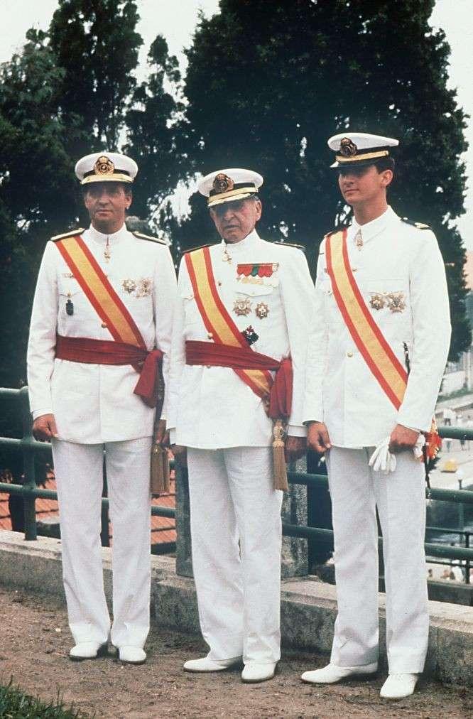 ¿Cuánto mide el Rey Felipe VI? - Altura - Real height Rey-juan-carlos-75-cumpleanos-con-su-padre-don-juan-y-su-hijo-don-felipe-en-1989