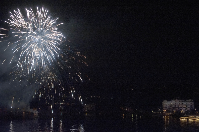 George Clooney Celebrates July 4th at Lake Como Spl572910_001-800x540
