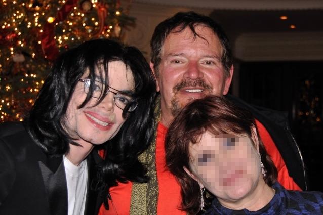 """[SMENTITO] Il Dott. Arnold Klein """"suggerisce"""" su Facebook di essere il padre di Prince Michael Padre-biologico-del-figlio-di-Michael-Jackson-e-il-dottore-Arnold-Klein-638x425"""