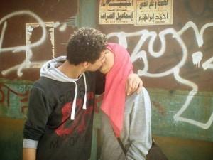 Egitto: questa volta sarà vera primavera? - Pagina 4 Bacio-strada-egitto-300x225