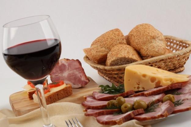 UN DESCANSO EN EL CAMINO - Página 40 Queso--aperitivo--jamon--una-copa-de-vino_3293144