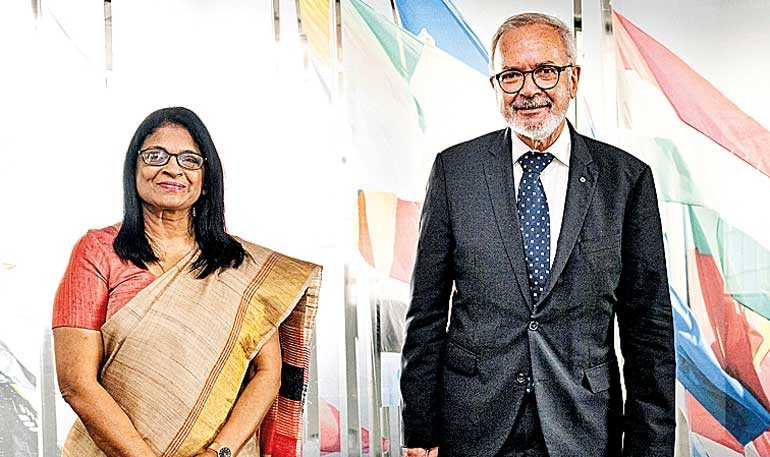 Lankan Envoy promotes greater ties with European Investment Bank in Luxembourg Saturday, 10 October 2020 00:12 -      - 75 FacebookTwitterMore1   As a follow up to the meeting held between the Foreign Ministers of Sri Lanka and Luxembourg on 31 January in Image_59b6e0ca84
