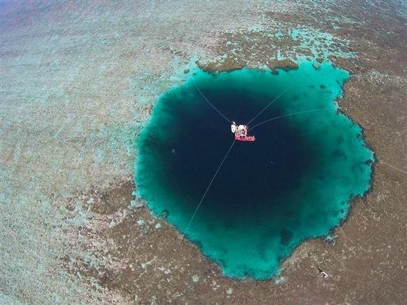 """Dragon Hole"" é o buraco azul mais profundo do mundo Ng7388854"