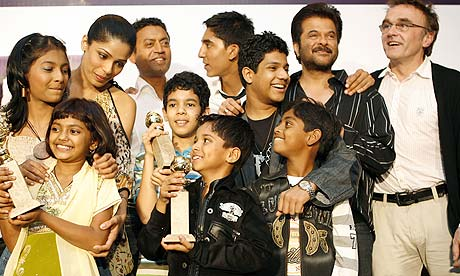 Slumdog Millionaire Danny-Boyle-with-some-of--001