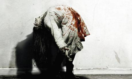 Penny Dreadful : une série dans le Londres victorien ? (saison 1) - Page 2 The-Last-Exorcism-banned--007