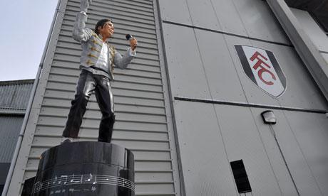 Mohamed Al Fayed erige una statua in onore di Michael - Pagina 2 A-statue-of-Michael-Jacks-007
