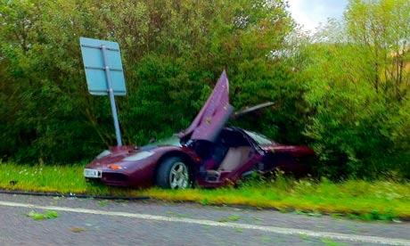 Asi acabo el Mclaren F1 de Rowan Atkinson en 2011 Rowan-Atkinsons-crashed-M-007