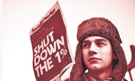 ¿Por que se alza el marxismo de nuevo?, escrito por Stuart Jeffries en el diario británico The Guardian [traducido por la web rebelión]                     A-public-sector-worker-st-008