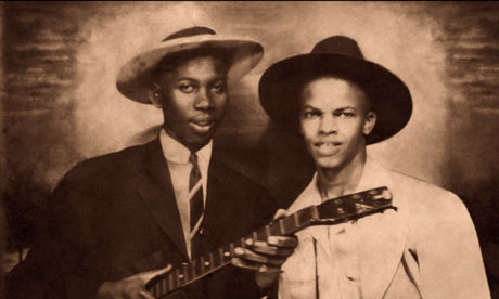 Robert Johnson - Page 5 Robert-Johnson-poses-with-010