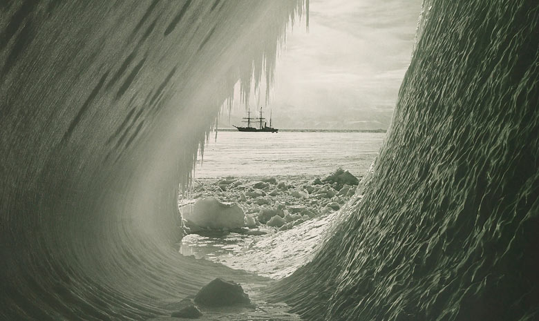 The literature of polar exploration - Page 2 Grotto-in-an-Iceberg-by-H-001