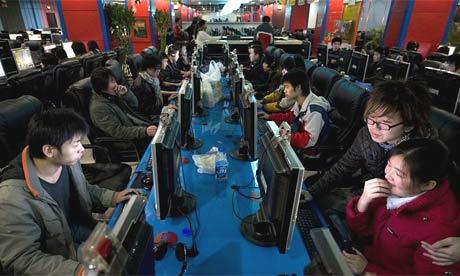 Jovem viciado na Internet morto na China China-internet460