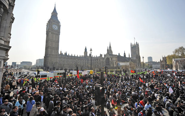 Esamir National News Network  Tamil-protest-in--London--002