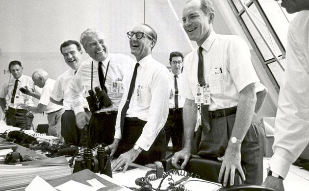 História- fotos da conquista da lua ,memoráveis!!!!!!!!!  Apollo-11-Apollo-11-missi-006