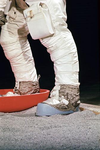 História- fotos da conquista da lua ,memoráveis!!!!!!!!!  Apollo-11-to-the-Moon-Arm-011