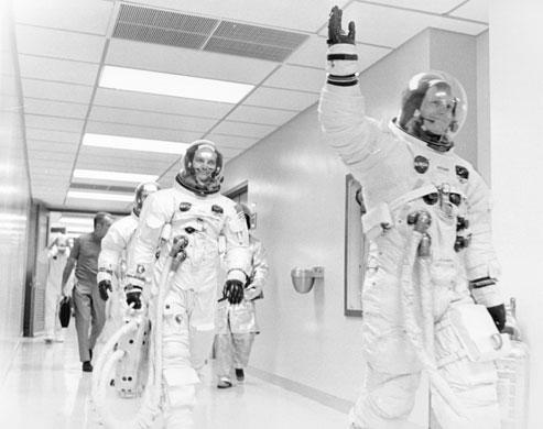 História- fotos da conquista da lua ,memoráveis!!!!!!!!!  Apollo-11-to-the-Moon-Nei-014