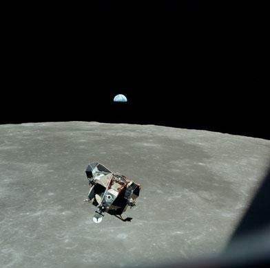 História- fotos da conquista da lua ,memoráveis!!!!!!!!!  The-Eagle--the-lunar-modu-003