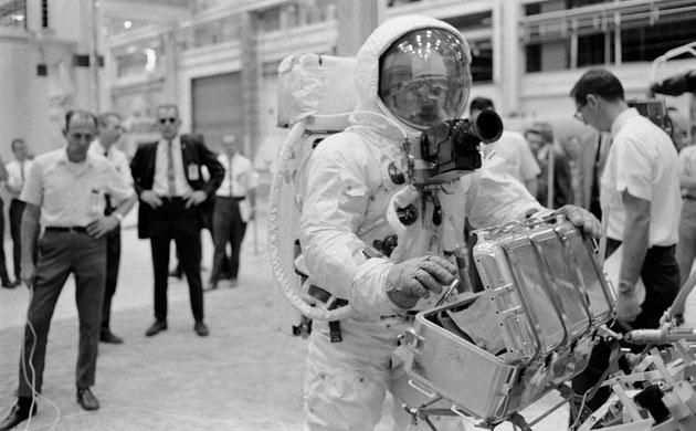 História- fotos da conquista da lua ,memoráveis!!!!!!!!!  Apollo-11-Astronaut-Buzz--004