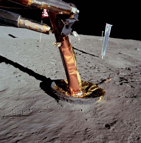 História- fotos da conquista da lua ,memoráveis!!!!!!!!!  Lunar-module-starboard-fo-009