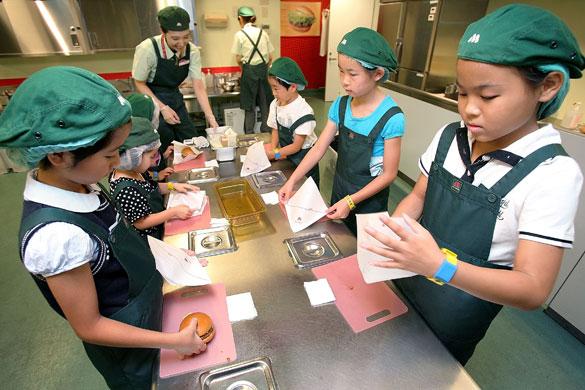 الاطفال في اليابان ماذا يتعلمون...؟؟؟؟؟ Kidzania-Tokyo-Integrate--006
