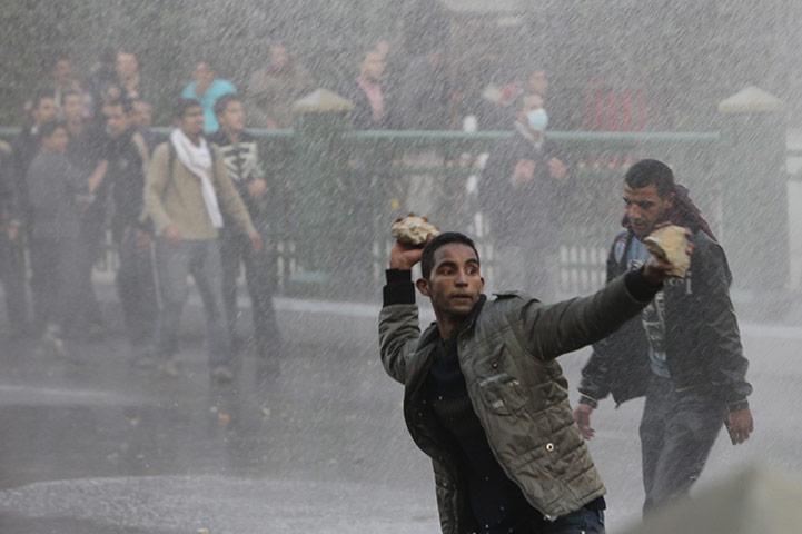 حديث الصور - صفحة 7 Protests-in-Cairo-012