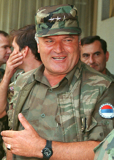 PHOTO GALLERY - Ratko Mladic: into the hands of the former Bosnian-Serbian army chief! 27-August-1994-Mladic-in--004