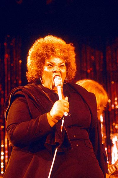 Etta James RIP 1977-Etta-James-onstage-007