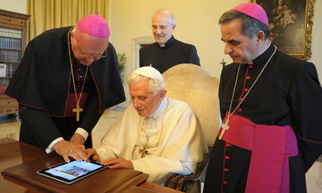 tablette or not tablette? The-pope-with-an-iPad-at--008