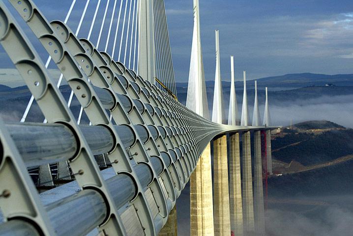 Favourite buildings Millau-Viaduct-002