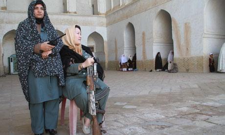 Esamir International News Network - Page 5 Afghan-women-in-the-polic-007