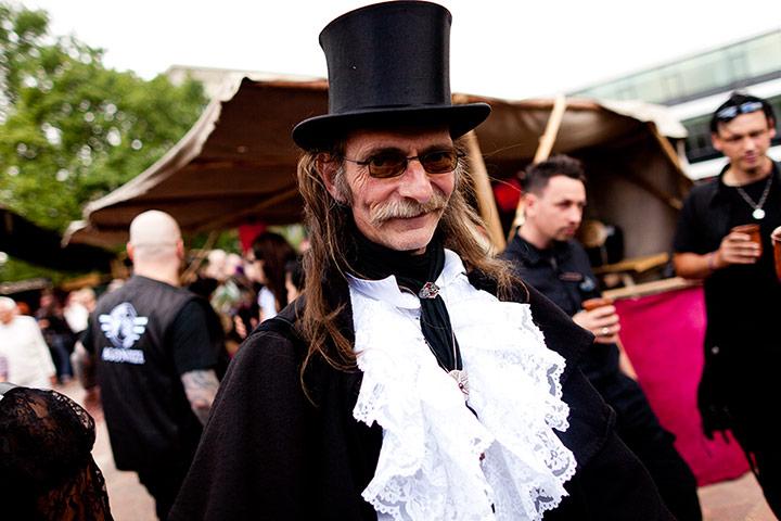 The Fashion Thread - Page 2 Goths-gather-in-Leipzig-f-002