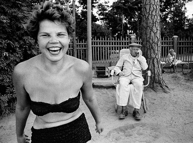 Photographer William Klein Bikini-Moscow-1959-002