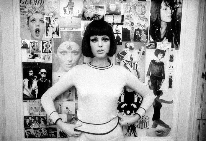 Photographer William Klein Polly-Maggoo-at-her-hotel-007