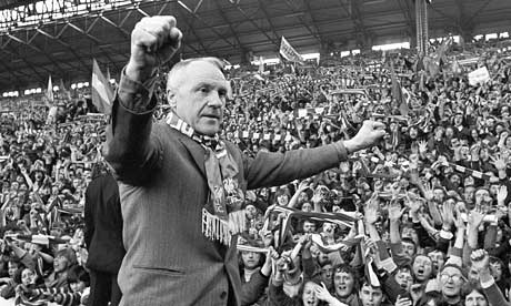 Liverpool FC History Bill-Shankly-salutes-the--001