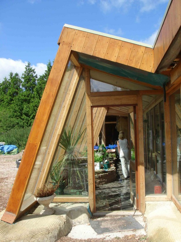 10 Reasons Why EarthShips Are F!#%ing Awesome Brighton_Earthship_Picture1-625x833
