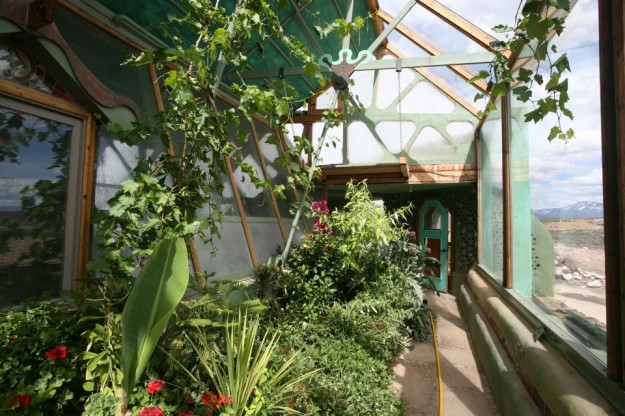 10 Reasons Why EarthShips Are F!#%ing Awesome Earthships_7-960x6401-625x416