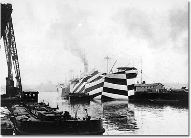 Des bateaux trompe l'oeildurant la 2e GM 160155-v1
