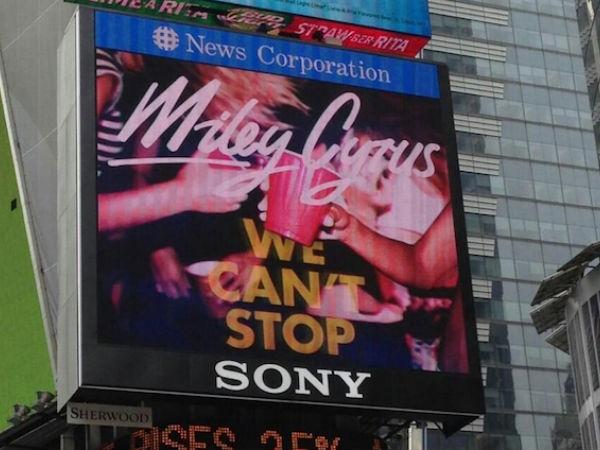 """[US] CAPA DE """"WE CAN'T STOP"""" EXPOSTA EM QUADRO DE ANÚNCIOS DA TIMES SQUARE Miley-cyrus-we-cant-stop-billboard"""