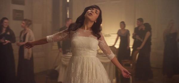OTP 16 (2) >> Ganadora SUSANNE SUNDFOR (AThoS) Indila-tourner-dans-le-vide-videoclip2-600x278