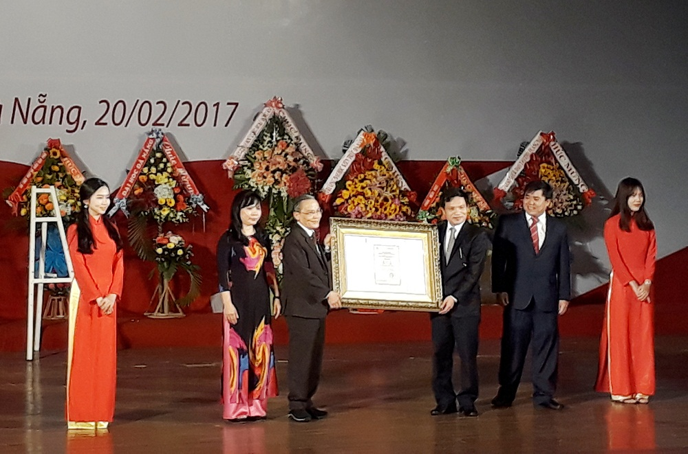 Đại học dân lập đầu tiên cả nước đạt chuẩn kiểm định chất lượng giáo dục tại Việt Nam 20170220_143341_JYRF
