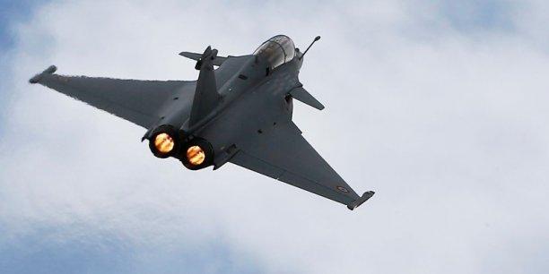 المستقبل المنظور للقوات الجوية  الجزيرة العربية Signature-officielle-au-qatar-de-l-accord-sur-la-vente-de-24-rafale